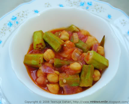 okra and chickpeas in tomato sauce