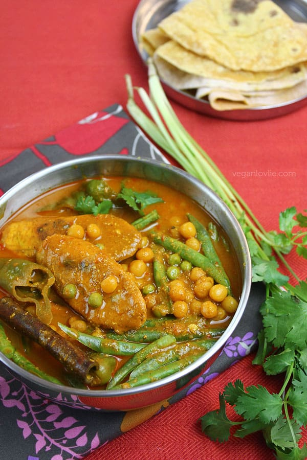 Plantain, Green Bean and Yellow Peas curry, Mauritian recipe