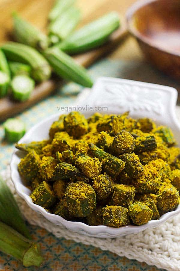 spicy pan-fried okra recipe with coconut and chickpea flour