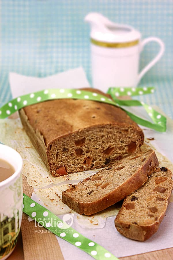 A Paddy's Day Treat: Irish Tea Loaf (Barmbrack) | Oilfree + Vegan