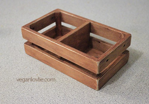 How to stain wood with coffee - Coffee Wood Stain - How to make a DIY Vintage Wooden Box