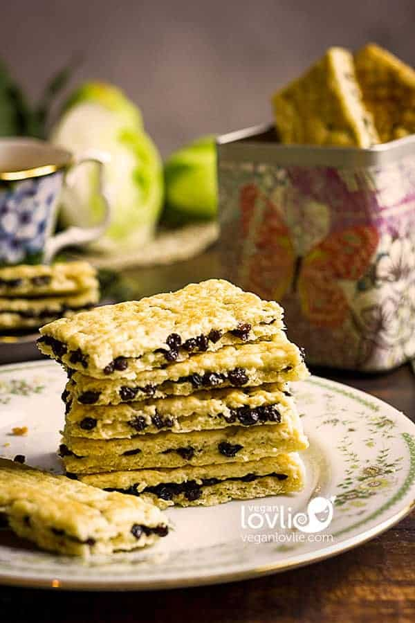 Garibaldi Biscuits Recipe - Currant Raisin Cookies