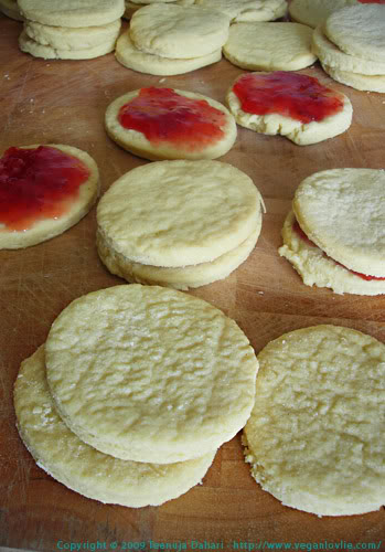 napolitaine cookies filled with jam