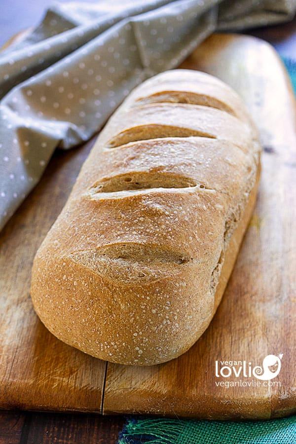 No-knead overnight spelt bread