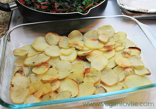 Vegan gratin - bake the potatoes