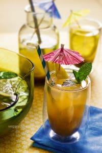 tamarind water, tamarind drink, lemonade, limeade, agua de tamarindo