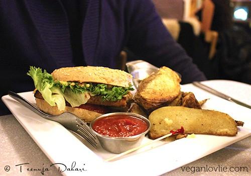 Tempeh burger, Aux Vivres