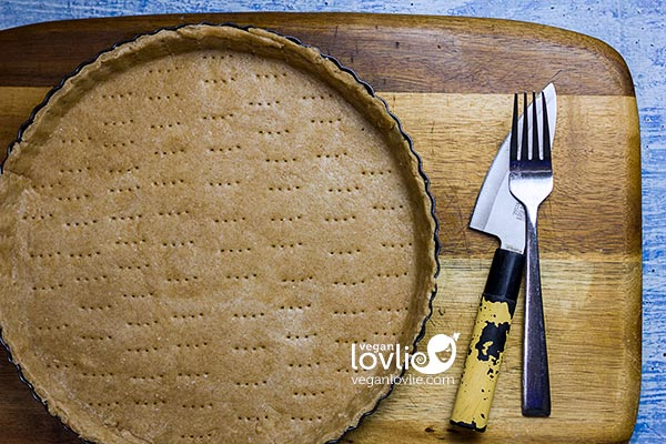 pricking pie crust with a fork to avoid bubbling