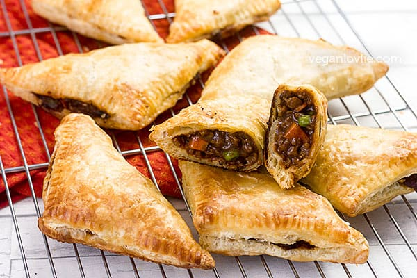 vegetable pasties with vegan mince meat, savoury hand pies
